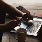 Apa Nikmatnya Seharian Bekerja Hanya di Depan Komputer?
