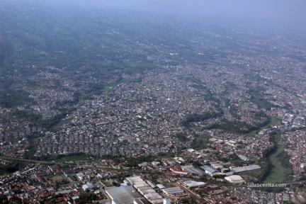 Kota Bandung sesaat setelah pesawat lepas landas