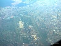 Pesawat melintasi Bandara Soetta di ketinggian 35 ribu kaki