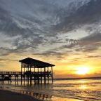 Pantai Aston, Spot Ciamik Nikmati Senja di Anyer