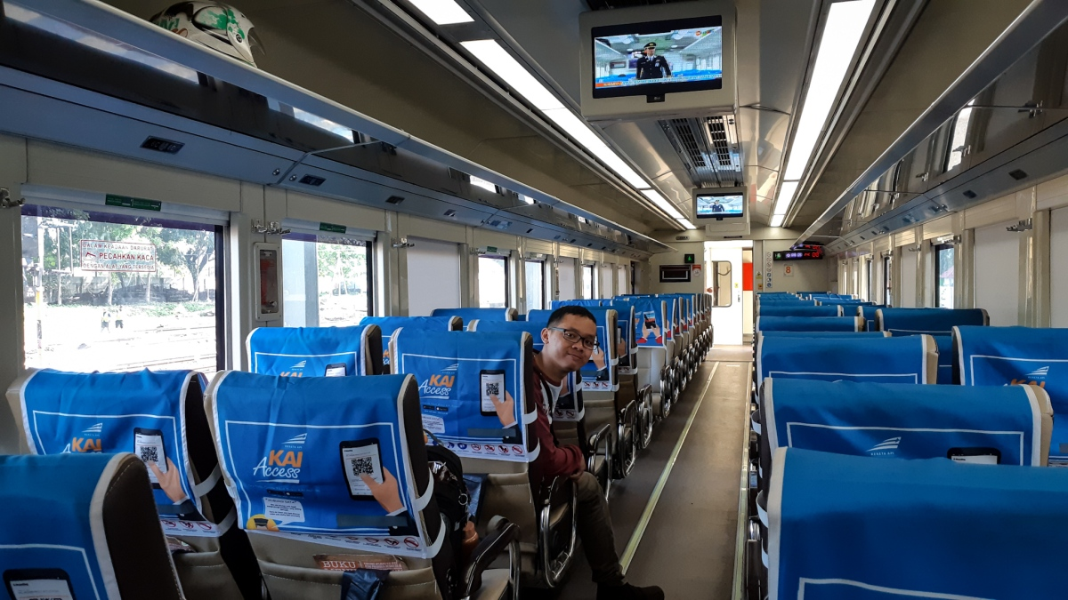 Sensasi Perjalanan Naik Kereta Api Mataram Premium